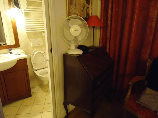 Hotel Kleber Champs-Elysees Tour Eiffel Paris:                   Room with central heating, a fan and Oil Heater