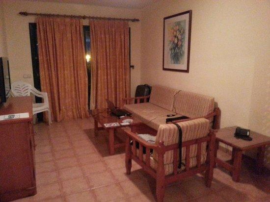 Las Cascadas:                   living room