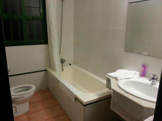 Las Cascadas:                   bathroom