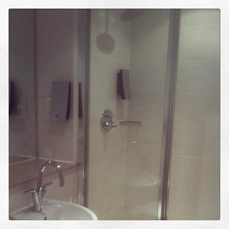 PREMIER SUITES Manchester: En-Suite Bathroom Apartment 418
