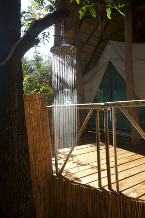 Bua River Lodge: Island room bathroom