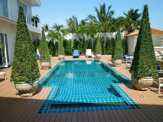Phuket Boat Quay Boutique Guesthouse : my room faces this pool!
