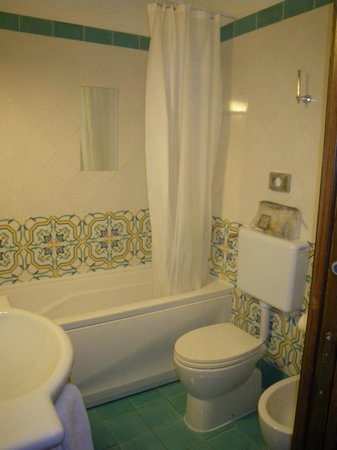 Relais 6:                   Bathroom