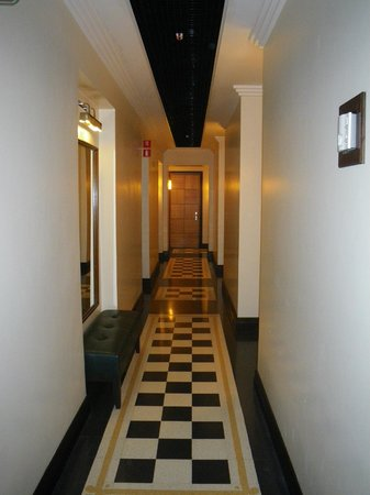 Relais 6:                   Hallway