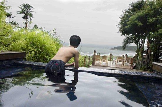 Quinta do Bucanero Hotel de Charme:                   Vista da Praia do Rosa a partir da piscina