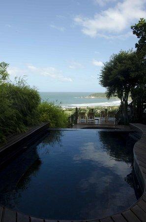 Quinta do Bucanero Hotel de Charme:                   Mais uma vista da piscina e Praia do Rosa