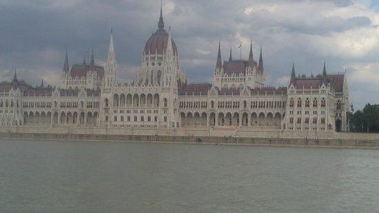 Courtyard by Marriott Budapest City Center:                   parlement budapest