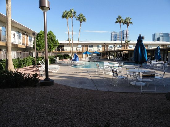 Days Inn Las Vegas At Wild Wild West Gambling Hall: Pool area