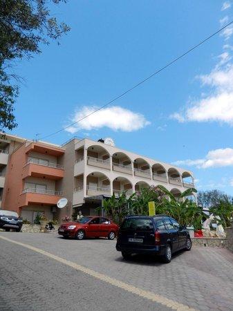 Paradise Lost Hotel-Apartments :                   Отель