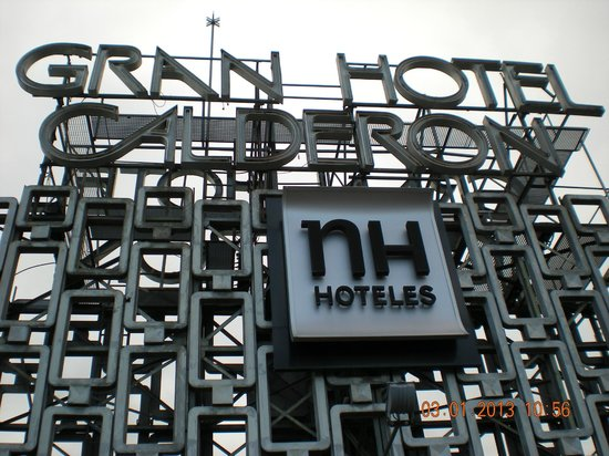NH Collection Barcelona Gran Hotel Calderon: Logo hotel in terrazza