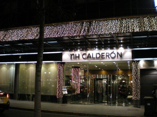 NH Collection Barcelona Gran Hotel Calderon: Entrata principale con addobbi natalizi