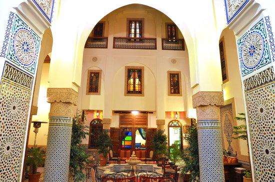 Riad Ahlam:vue du salon sur patio