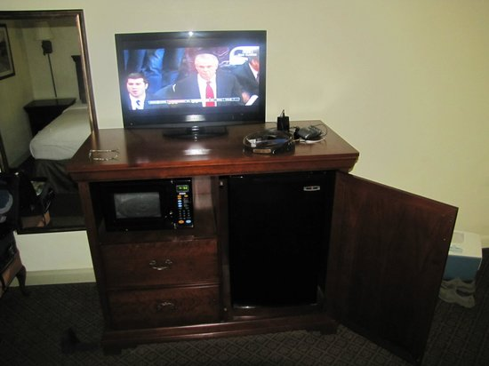 Best Western Point South: TV, Micowave and Refrigerator