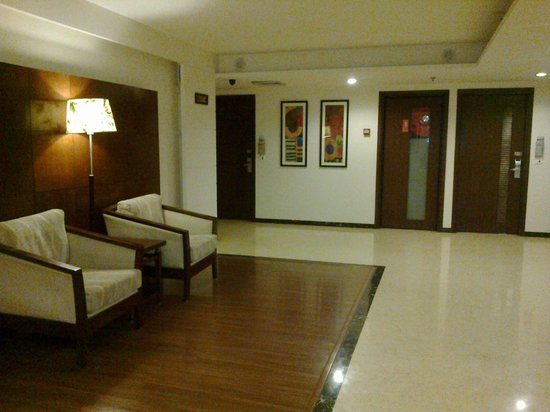 Country Inn & Suites By Carlson-Amritsar, Queens Road: Near the lifts