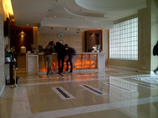 Country Inn & Suites By Carlson-Amritsar, Queens Road : Reception Lobby