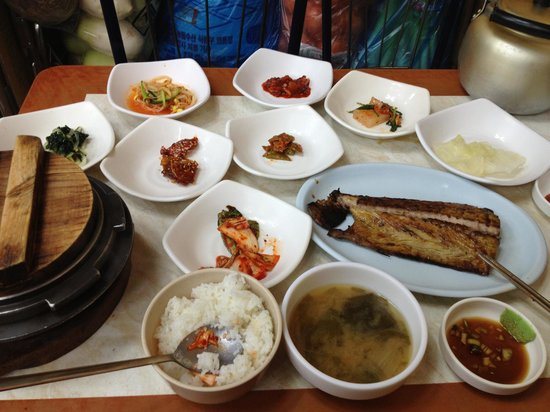 Grilled Fish Street in Dongdaemun Market:                   Rice, side dishes, fish, and the clay pot