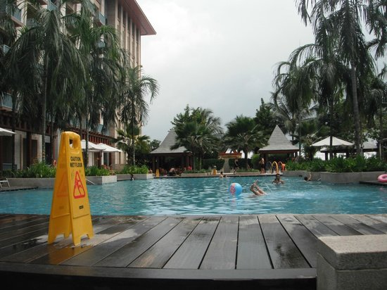 Resorts World Sentosa - Festive Hotel: pool