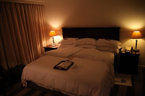 Kigali Serena Hotel: Nice and soft bed with enough pillows