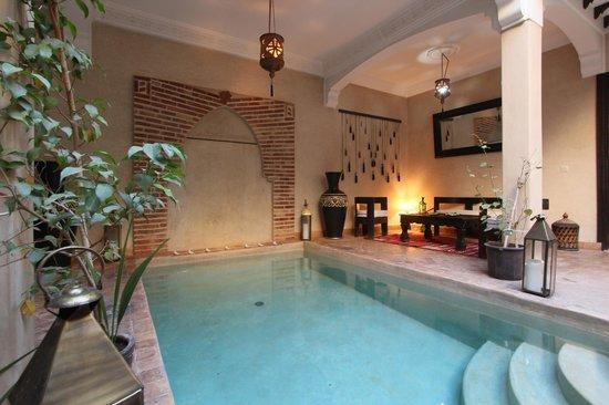 رياد لويسو دو باراديس: Patio et piscine