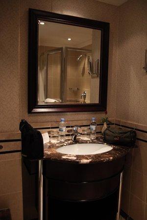 Kigali Serena Hotel: bathroom