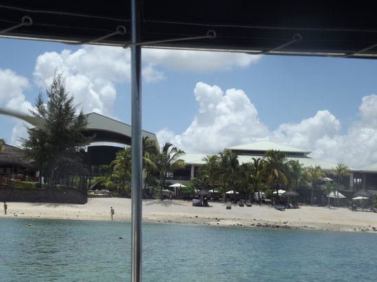 Le Meridien Ile Maurice:                   View of hotel from glass bottom boat