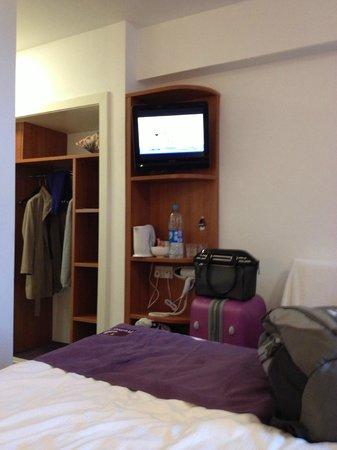 Premier Inn London Kensington (Earl's Court) Hotel:                   Quarto agradável, espaçoso