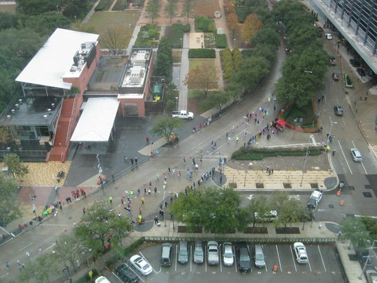 Embassy Suites by Hilton Houston Downtown: runners from marathon- this was view from window