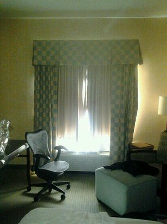 Hilton Garden Inn Mount Holly/Westampton:                   Rise and shine, no black out curtains here!