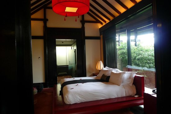 Banyan Tree Lijiang:                   Our pool villa bedroom