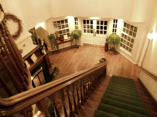 Ballard Inn:                   Lobby