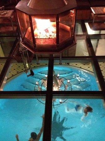 Coeur des Alpes: salon / cheminée / piscine