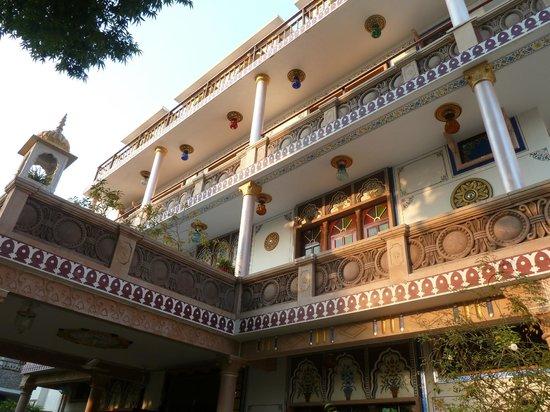 Hotel Vimal Heritage: Du bord de la piscine