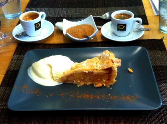 The Restaurant at Burriana: Dessert - apple pie & ice cream