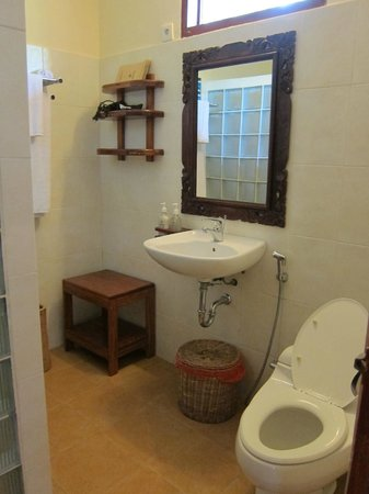 Wakatobi Dive Resort: Bathroom