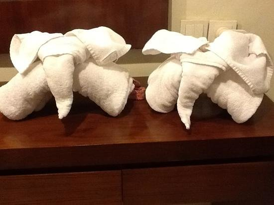 Pertiwi Resort & Spa:                   Wayan's towel sculptures