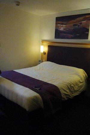 Premier Inn Sheffield City Centre (Angel Street) Hotel: A double room
