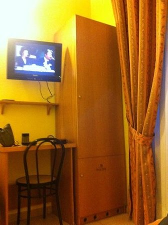 Hotel Bagliori:                   single room