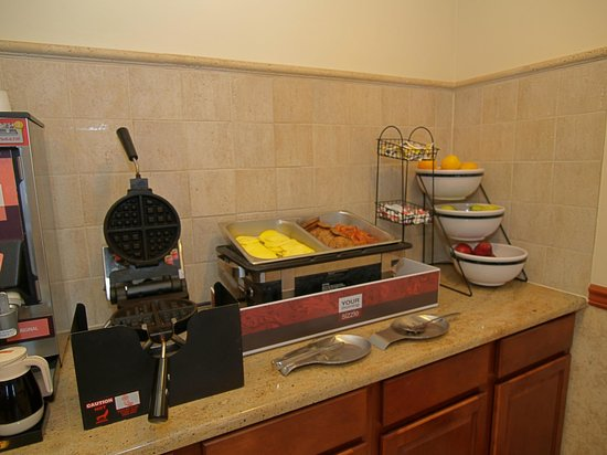 Quality Inn & Suites  Quakertown: Eggs, Bacon, Sausage, and Waffles