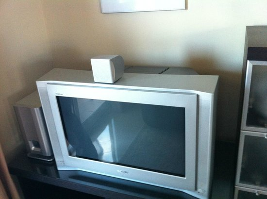 Club La Costa:                   TV in our apartment, how old is this?!