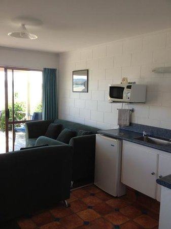 Harbour View Motel:                   kitchen/ living
