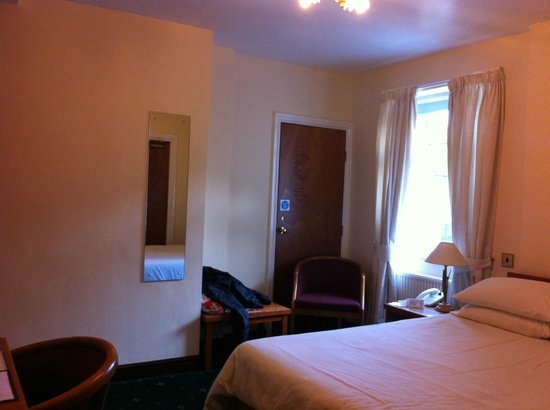 Huddersfield Central Lodge Hotel :                   Bedroom