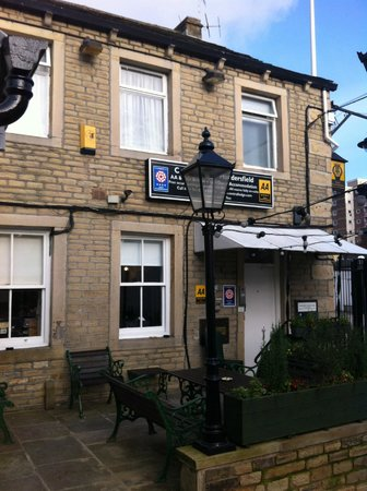 Huddersfield Central Lodge Hotel :                   A warm welcome and centrally located