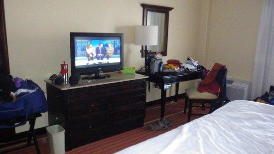 Courtyard San Jose Escazu:                   TV in Standard room