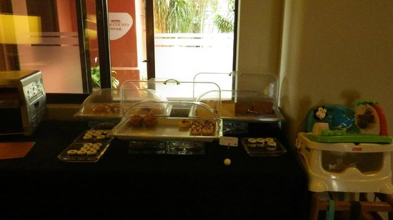 Courtyard by Marriott San Jose Escazu:                   Breakfast Buffet