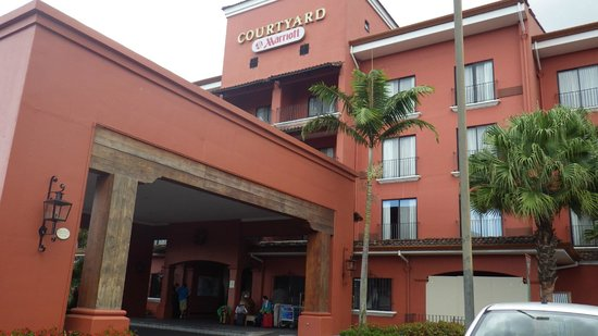 Courtyard by Marriott San Jose Escazu:                   Outside View