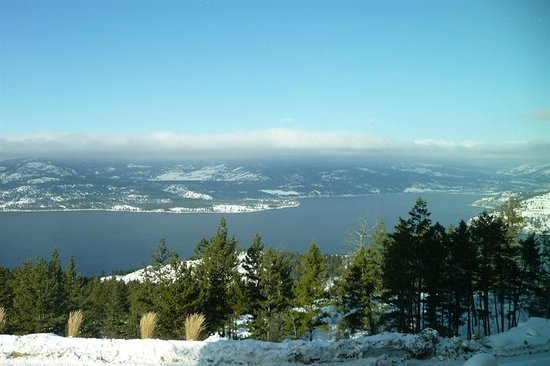 Sparkling Hill Resort:                   Fantastic Views of Okanagan Lake