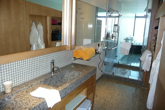 Sparkling Hill Resort:                   Bathroom with Walk Through Shower!