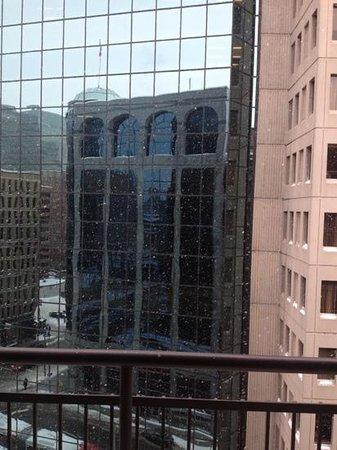 Capital Hill Hotel & Suites:                   vista da sacada em dia de neve!