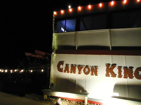 Canyon King Pizzeria: View from outside Canyon King restaurant