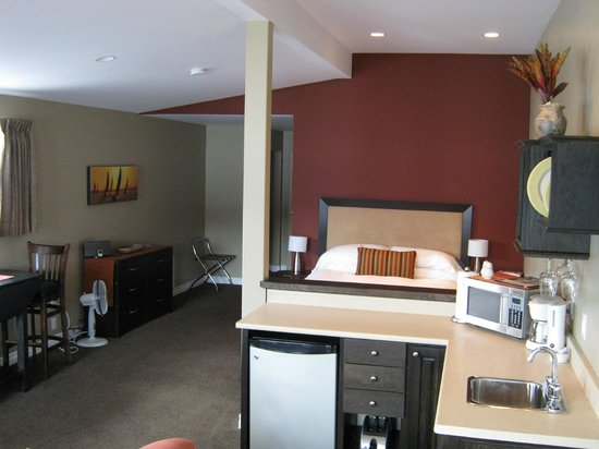 Seaside Suites Gros Morne Newfoundland: Tablelands Suite/Sandollar and Starfish will have similar layout